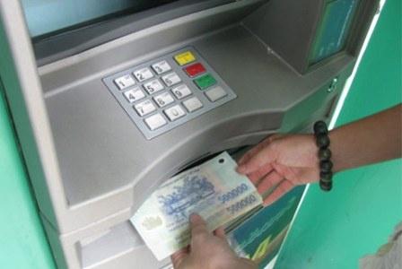 Meo rut tien the ATM de dang trong dip Tet hinh anh