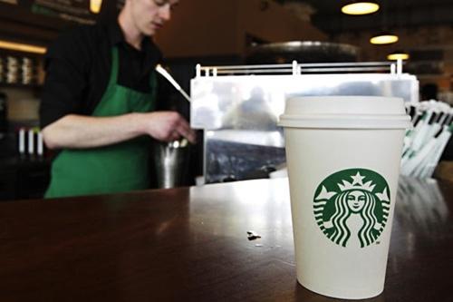Starbucks va 4 chinh sach khien khach hang phat dien hinh anh 1