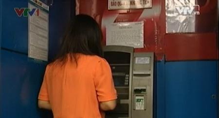 Hang loat ATM tai TP.HCM het tien hinh anh