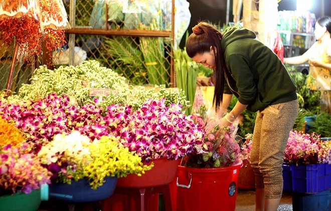Cho hoa lon nhat Sai Gon sat ngay 8/3 hinh anh