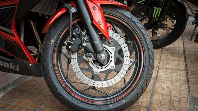 Kawasaki Ninja 300 ABS ve Viet Nam voi gia 300 trieu dong hinh anh 2