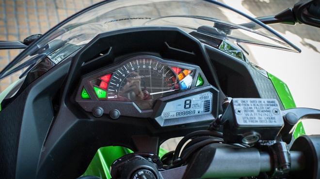 Kawasaki Ninja 300 ABS ve Viet Nam voi gia 300 trieu dong hinh anh 3
