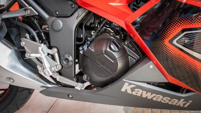 Kawasaki Ninja 300 ABS ve Viet Nam voi gia 300 trieu dong hinh anh 4