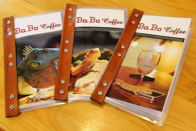 Ngay từ menu quán đã tạo ấn tượng với khách hàng với hình ảnh của những chú bò sát.