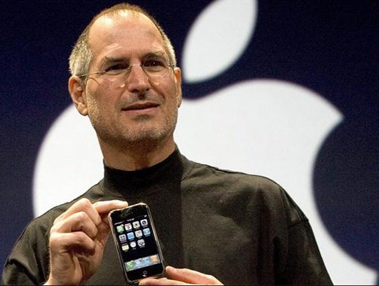 Cố tổng giám đốc Apple, ông Steve Jobs, giới thiệu iPhone thế hệ đầu tiên năm 2007.