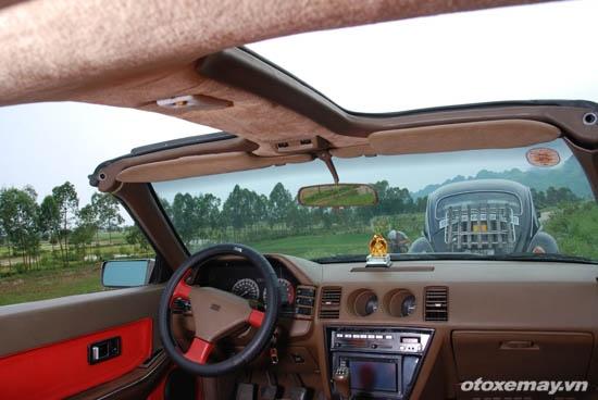 Nissan Z31 hang hiem van chay tot sau gan 30 nam hinh anh 7 Cửa nóc chia làm 2 khoang và mở bằng tay.