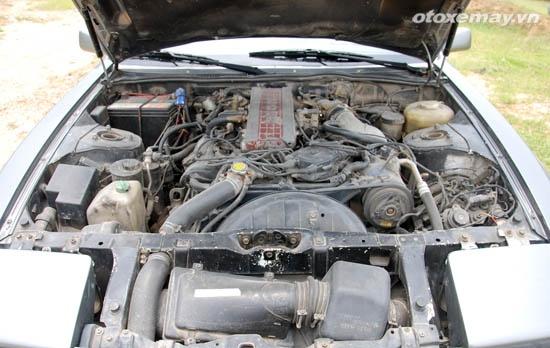 Nissan Z31 hang hiem van chay tot sau gan 30 nam hinh anh 9 Khoang động cơ kín mít, khá đầy đặn so với những xe cùng lứa tuổi.