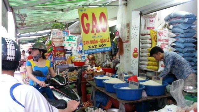 Thuc hu gao chong HIV, chua dong tinh hinh anh 1 Thị trường đang hỗn độn với nhiều các loại gạo tự nhận là gạo siêu sạch, gạo hữu cơ nhằm đẩy giá gạo lên cao.