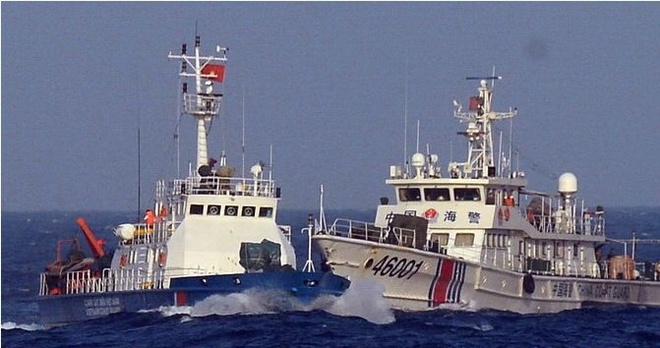Trung Quoc da chiem bien gioi lang gieng the nao? hinh anh 2 Tàu Trung Quốc hung hăng trên Biển Đông, phun vòi rồng vào tàu Việt Nam.