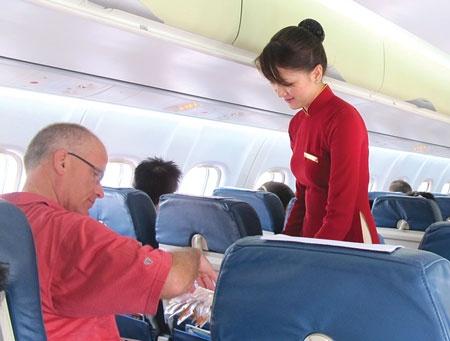 Vietnam Airlines noi gi vu 200 nguoi cho 1 khach VIP? hinh anh