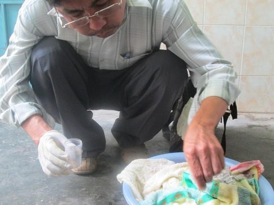 """Nhung quan ao, do dung bi phat hien co vat la gay tranh cai hinh anh 9 Ngày 19/3, Trung tâm Y tế dự phòng tỉnh Đồng Nai thông báo kết quả xét nghiệm của Viện Sốt rét ký sinh trùng (TP.HCM) về những """"sinh vật lạ"""" trong khăn tắm Trung Quốc. Theo đó, sinh vật nói trên là loại côn trùng bù mắt (giai đoạn ấu trùng) thuộc bộ cánh Diptera, lớp côn trùng Insecta. Côn trùng này không gây hại cho người, hay xuất hiện vào ban đêm nơi có ánh sáng như bóng đèn, tivi …"""