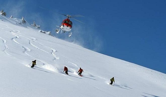 Nhung tour du lich hang sang khien ban thot tim hinh anh 8 Công ty Canadian Mountain Holidays cung cấp gói tour du lịch trượt tuyết. Du khách được ở trong khu nghỉ Valemont, British Columbia (Canada) hạng sang trọng, được bay trên trực thăng và trượt tuyết ở dãy Canriboo.