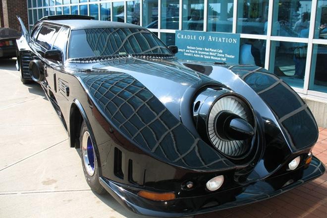 2. Batmobile Limousine với giá <abbr class=