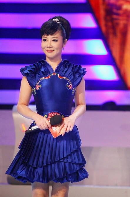 Nguoi tinh bi mat cua 'ong trum' Chu Vinh Khang hinh anh 1 Năm 1993, Diệp Nghênh Xuân làm MC tại đài truyền hình Giang Tây.