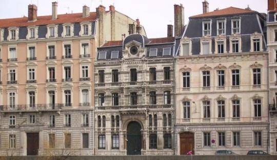 Thieu nu Phap tim duong sang Syria, lap muu danh bom hinh anh 1 Giáo đường Do Thái ở Lyon, Pháp. Ảnh: Wikimedia Commons.