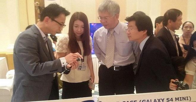 Từ trái qua: Ông Jang Hoyoung - Tổng giám đốc Bộ phận mua hàng SEV, ông Nguyễn Đức Kiên - Phó chủ nhiệm Ủy ban Kinh tế Quốc hội, ông Đỗ Nhất Hoàng - Cục trưởng Cục Đầu tư nước ngoài.