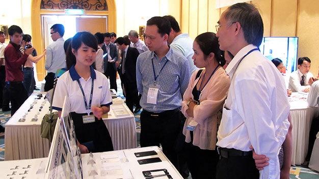 Doanh nghiep Viet chua du chuan cung cap oc vit cho Samsung hinh anh 1 Tiếp xúc với các chuyên gia Samsung, nhưng các doanh nghiệp VN đều thừa nhận chưa đủ điều kiện để cung cấp linh kiện cho Samsung