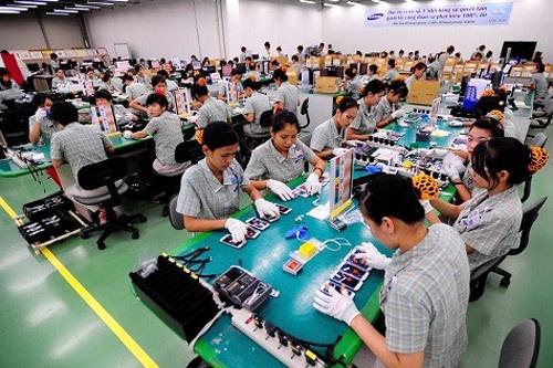 Doanh nghiep Viet sap san xuat duoc linh kien cho Samsung hinh anh 2 Sản xuất điện thoại tại nhà máy Samsung.