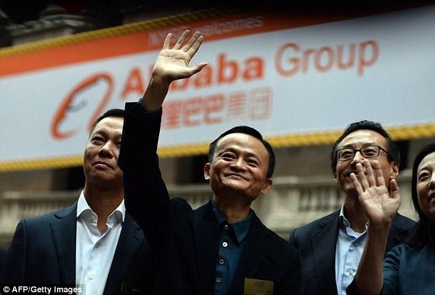 Jack Ma: Tu ke bi KFC da dit den nguoi giau thu 70 the gioi hinh anh 1 Tỷ phú Jack Ma và các cộng sự sau màn IPO thành công trên sàn chứng khoán New York.