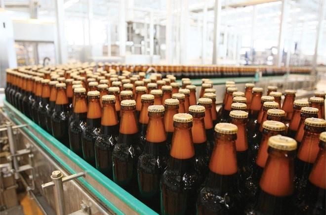 Doanh nghiep nganh bia 'khoc rong' vi tang thue hinh anh 1 Theo lộ trình, thuế TTĐB đối với mặt hàng bia dự kiến sẽ tăng thêm 15%, lên 65%.