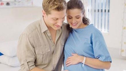 """7 ly do khien chong 'lanh cam' sau khi vo sinh hinh anh 6 Những băn khoăn lo lắng khi nàng mang thai, sinh nở cũng làm chàng ngại ngần mỗi khi nhắc đến chuyện ấy. Việc chàng phải """"kiêng khem"""" dài ngày trong khi sinh lực vẫn dồi dào quả là khó khăn."""