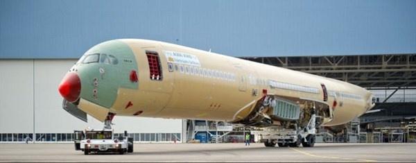 May bay cua Vietnam Airlines se co giuong nam va Internet hinh anh 2 Máy bay Airbus A350 của VNA đang được lắp ráp tại Pháp.