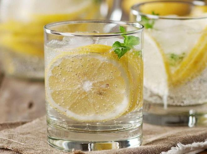 Top 10 thuc pham chong beo bung hinh anh 2 Nước chanh giúp hỗ trợ quá trình tiêu hóa.