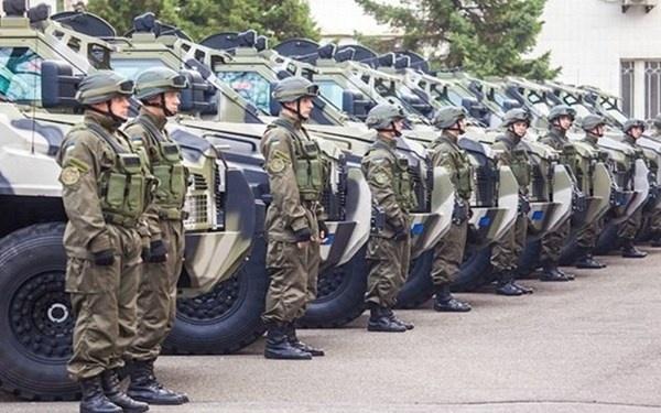Ve binh Ukraine nhan loat xe chien dau khung hinh anh