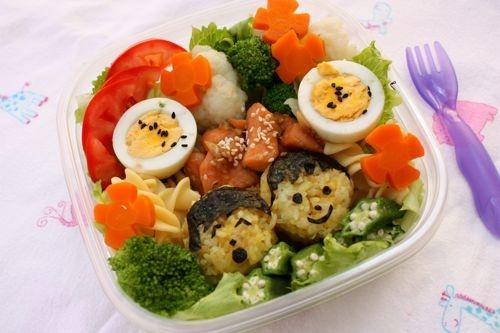 Cach khac phuc chung bieng an o tre nho hinh anh 2 Trẻ thích ăn món ăn hấp dẫn, nhiều màu sắc, nhiều hương vị.