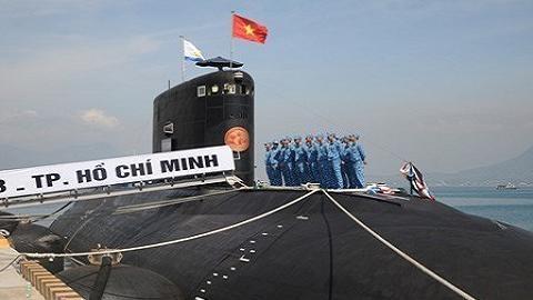 Viet Nam da nhan tau ngam Kilo thu 3 HQ-184 Hai Phong hinh anh 1 Tàu ngầm HQ-183 Hồ Chí Minh trong lễ thượng cờ tại quân cảng Cam Ranh.