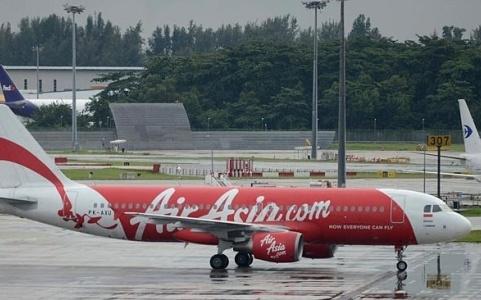 Co phieu AirAsia giam ky luc sau vu may bay mat tich hinh anh