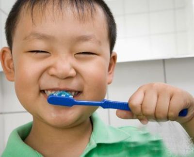 Chai rang dung cach phong sau rang hinh anh 1 Cần chải răng đúng cách để phòng sâu răng.