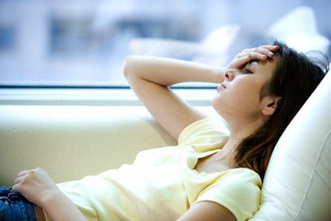 Dau hieu chi em mac benh phu khoa nguy hiem hinh anh 2 Chảy máu âm đạo khi đang yêu. Các nguyên nhân gây ra chảy máu ít, chảy máu nhẹ có thể phụ thuộc vào tuổi tác và sức khỏe của bạn. Thời kỳ mãn kinh hoặc mất cân bằng nội tiết tố có thể khiến tử cung của bạn chảy máu. Chảy máu nhẹ cũng có thể xảy ra nếu bạn đang sử dụng thuốc tránh thai không phù hợp với cơ thể.