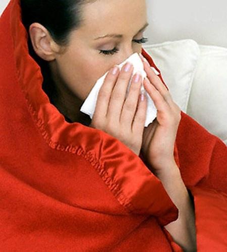 """Dau hieu chi em mac benh phu khoa nguy hiem hinh anh 5 Mùi chua. Nếu mùi """"chỗ ấy"""" đột nhiên bị tanh hay chua thì đây có thể là dấu hiệu của viêm âm đạo do vi khuẩn, sự phát triển quá mức của vi khuẩn (thường là Gardnerella) trong âm đạo. Hút thuốc lá, thường xuyên thụt rửa và hoạt động tình dục thường xuyên có thể gây ra chứng viêm âm đạo. Phụ nữ nhận ra mùi rõ nhất sau khi hết chu kì kinh nguyệt hoặc sau khi """"yêu""""."""