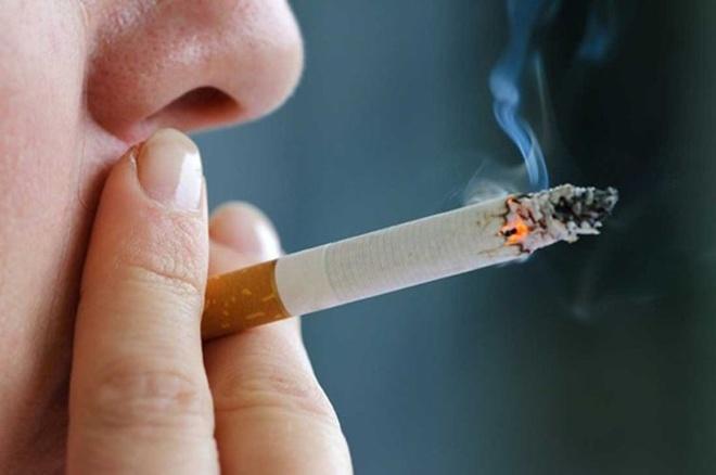 So với phụ nữ, nam giới có khả năng mắc ung thư mũi cao hơn. Độ tuổi phổ biến nhất để chẩn đoán tình trạng này là 50 – 60. Hút thuốc lá và khói thuốc là một trong những yếu tố nguy cơ cao nhất gây ung thư mũi.