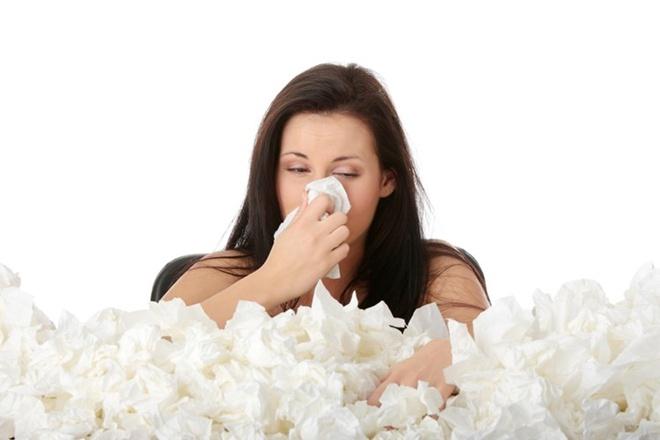 Nghẹt mũi, giảm độ nhạy khướu giác. Khoảng 80 – 90% bệnh nhân được chẩn đoán ung thư mũi xác nhận từng đối diện với chứng nghẹt mũi, giảm độ nhạy khướu giác. Thông thường, nghẹt mũi chỉ xuất hiện ở 1 bên, khi khối u còn nhỏ.