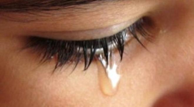 Bên cạnh đó, do ảnh hưởng của khối u mũi nằm gần khu vực mắt, bệnh nhân có thể bị sưng phồng một bên mắt, ảnh hưởng đến tầm nhìn, chảy nước mắt thường xuyên…