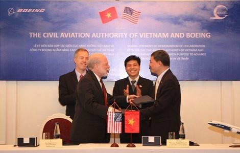 Cong ty lap rap may bay Hoa Ky ho tro Viet Nam hinh anh 1 Hàng không Hoa Kỳ và Việt Nam ký thỏa thuận.