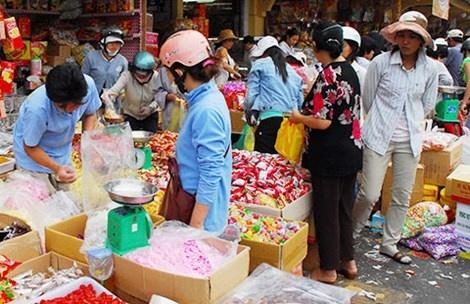 San hang Tet nha lam hinh anh 1 Do lo ngại các mặt hàng mứt trên thị trường không đảm bảo vệ sinh, chất lượng nên nhiều người có xu hướng đặt sản phẩm dạng nhà làm với mức giá cao.