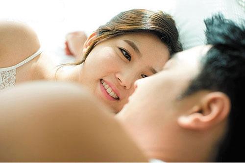 """Phu nu so quan he tinh duc qua lau hinh anh 5 Bạn nên biết, nhiều nghiên cứu lâm sàng đã chứng minh rằng, nếu thời gian """"yêu"""" quá dài sẽ gây """"lợi bất cập hại"""" gây tổn hại cho sức khỏe của nam giới và phụ nữ."""