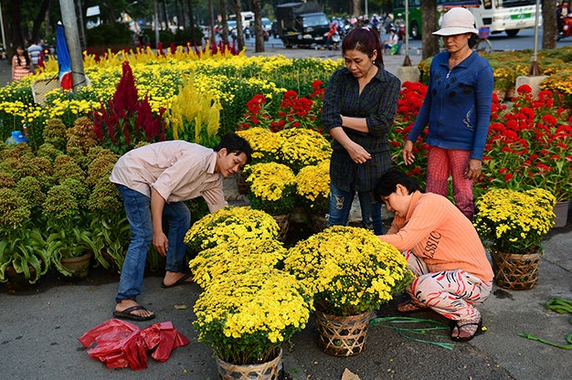 People buy flowers to decorate their house in Tet holiday