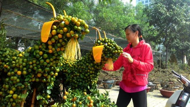 Tắc tạo hình cặp dê giá bán 8 triệu đồng tại chợ hoa khu đô thị Phú Mỹ Hưng (quận 7).