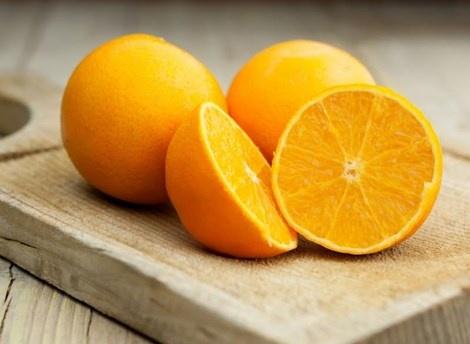10 thuc pham cung cap canxi tu nhien hinh anh 5 5. Cam Lượng canxi: 1 quả cam lớn chứa 74mg canxi.  Cam nổi tiếng vì khả năng cung cấp vitamin C, nhưng 1 quả cam lớn cũng chứa 74mg canxi, 7% nhu cầu canxi hàng ngày của bạn.