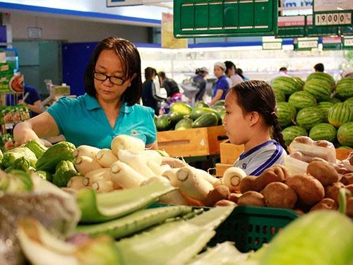 Hầu hết các siêu thị ở TP HCM đã mở cửa phục vụ nhu cầu mua sắm đầu năm của người dân.