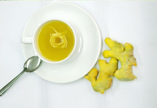 Trà gừng nghệ. Uống một tách trà gừng pha nghệ mỗi ngày cũng là một cách giúp bạn giải độc trừ độc tố cho cơ thể và trẻ hóa làn da. Nghệ là một gia vị tuyệt vời được sử dụng rộng rãi trong các phương pháp làm đẹp cũng như chữa bệnh.