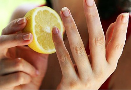 10 ways to expect your hands to shine, show off your photos 1 The acid in lemons will help clean your nails, essential oils of lemon peel will keep your hands fragrant.  Illustration