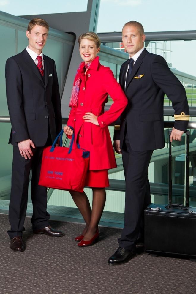 Nhung bo dong phuc hang khong dep nhat the gioi hinh anh 6 Nữ tiếp viên Brussels Airlines của Bỉ với đồng phục màu đỏ