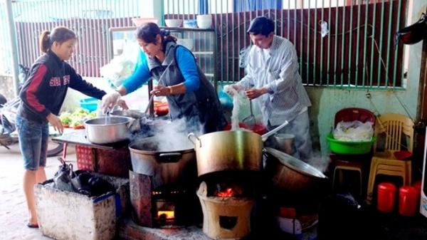 Bao tay nilon thường xuyên được các chủ cửa hàng ăn uống sử dụng để tiếp xúc với thức ăn có nhiệt độ cao.
