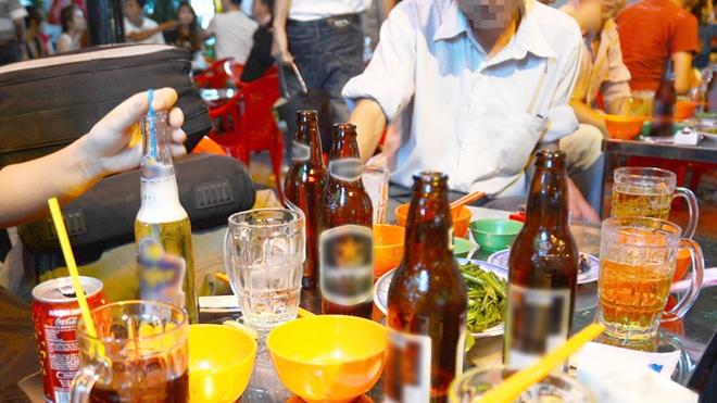 Nguoi mien Nam chi nhieu tien mua bia hinh anh 1