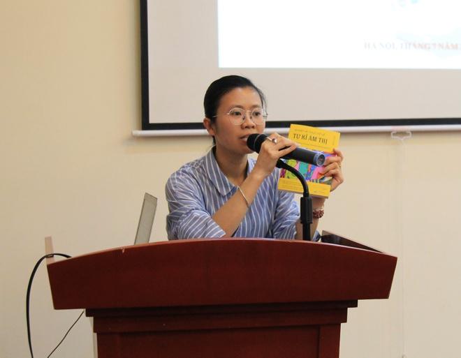 Bà Đỗ Huyền Trang , đại diện Công ty CP sách Bách Việt đưa ra ý kiến về tầm quan trọng của sách đối với truyền thông hiện đại. Ảnh: AJC.
